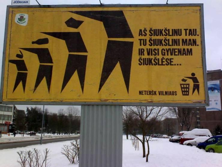 Didžiulis agresyvus rėksmingas apdriskęs plakatas
