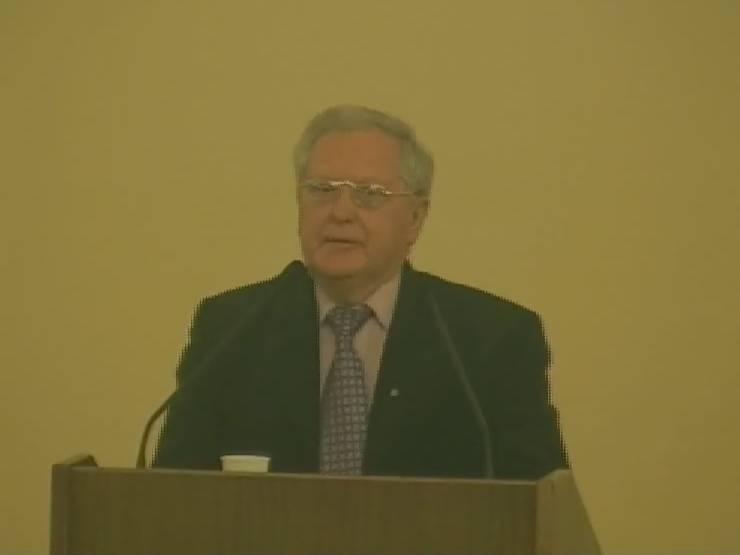Prof. Romualdas Grigas Mokslų akademijoje 2011-02-22, palaidojus poetą akad. Justiną Marcinkevičių.